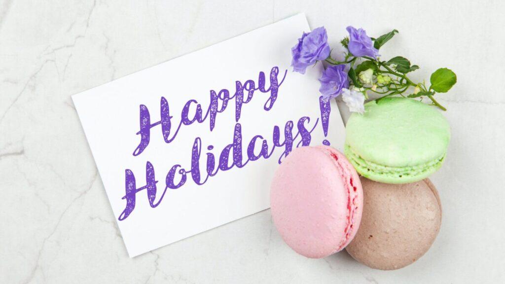 Happy Holidaysと書いてあるカード