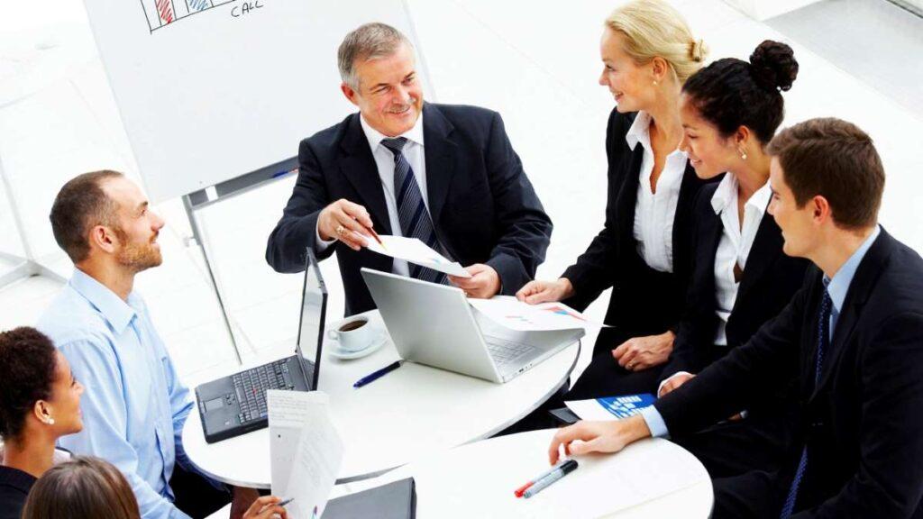 ビジネス会議をしている人たち
