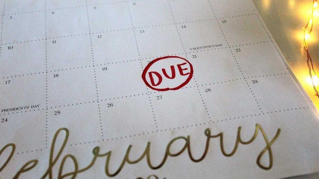 カレンダーのある日にdueと丸が付けられている